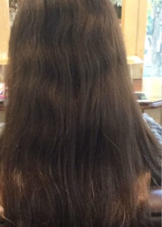 くせ毛がひどく縮毛矯正をやり続けて髪の傷みが悩みでした。(Before)