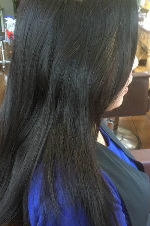 毛先のダメージを修復しながら縮毛矯正が可能。(Before)