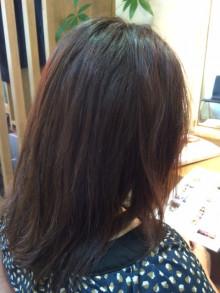 カラーと同時に縮毛矯正でツヤ髪に生まれ変わりました。(Before)