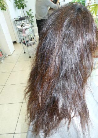 縮毛矯正とカラーが同時にできるのは嬉しい。(Before)