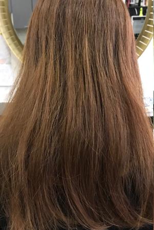 傷んでいたうねりクセ毛がツヤ髪に(Before)